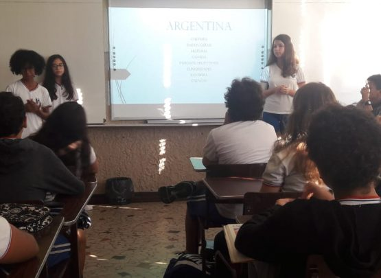 8º ano apresenta seminário sobre os Países Hispanoamericanos